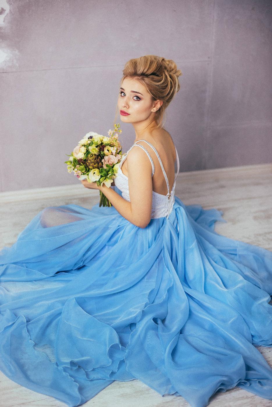 осветляют волосы голубое платье в прокат фотосессии доме