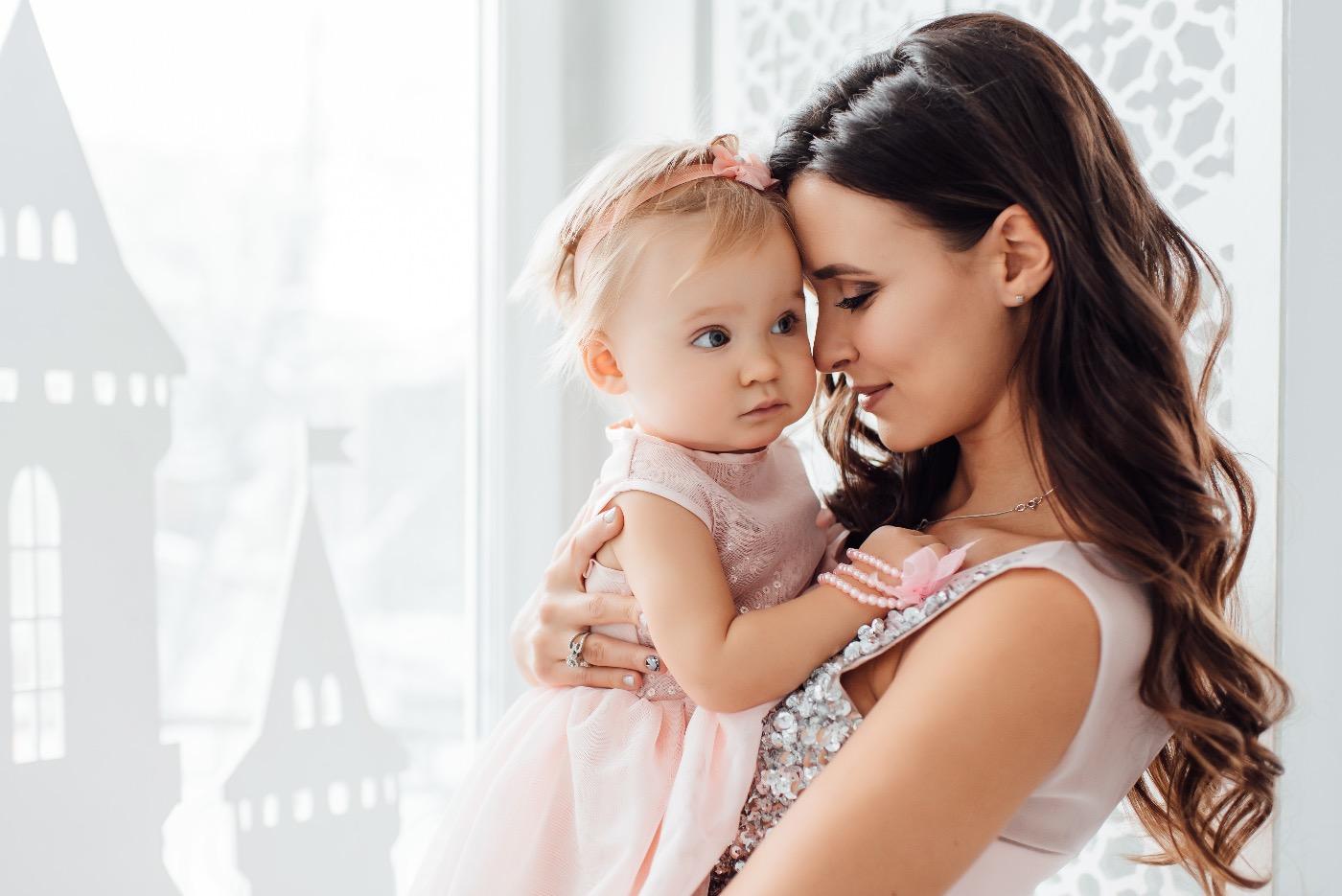 Поздравительная открытка, картинки мама и дочки красивые